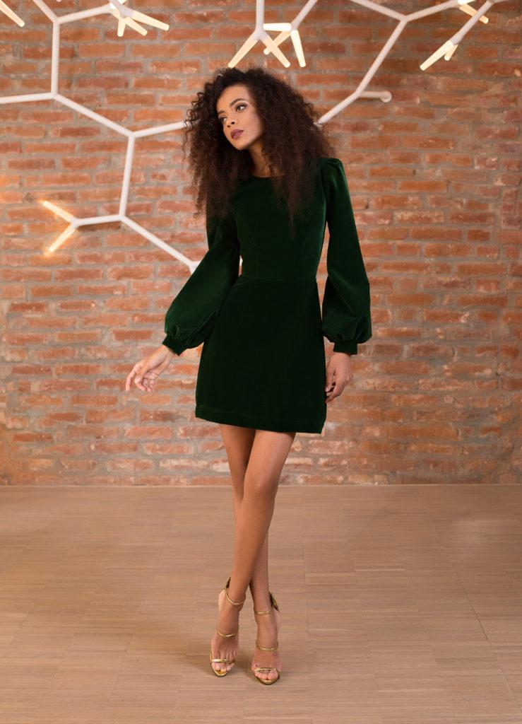 rochie cu maneci bufante din catifea verde
